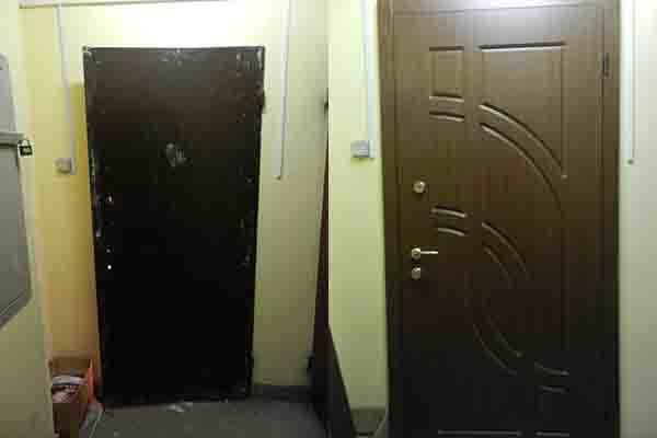 Отделка  дверей МДФ накладками.