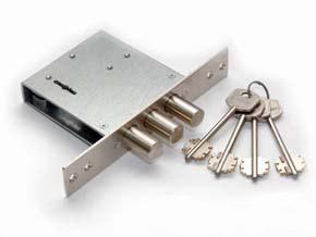 Врезка замка сувальдного. МДФ накладки на двери.